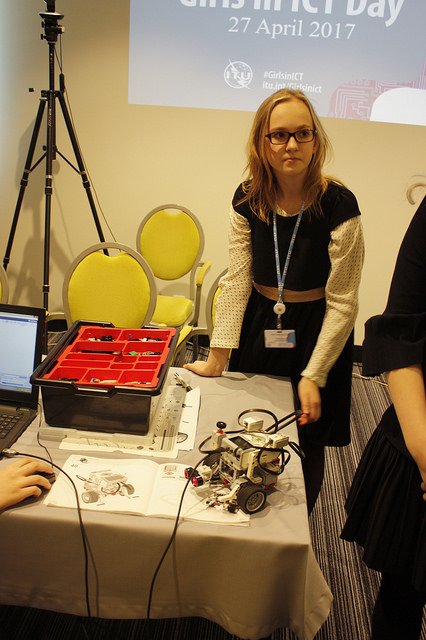 girls in smart tech vilnius.jpg